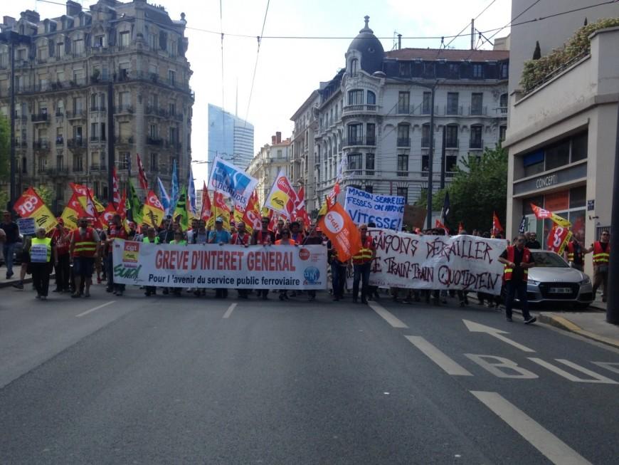 Lyon : 600 manifestants veulent rencontrer Pierre Gattaz