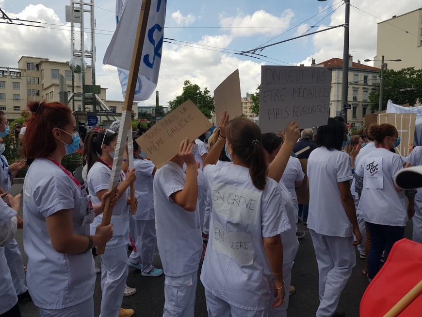 Lyon: plusieurs milliers de soignants présents pour manifester leur colère