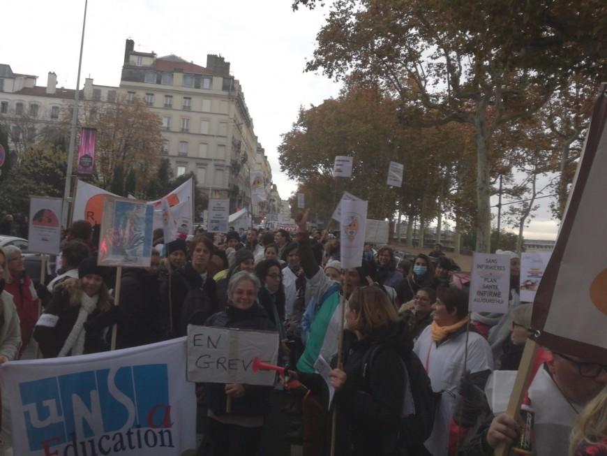 Plus de 400 infirmières manifestent à Lyon