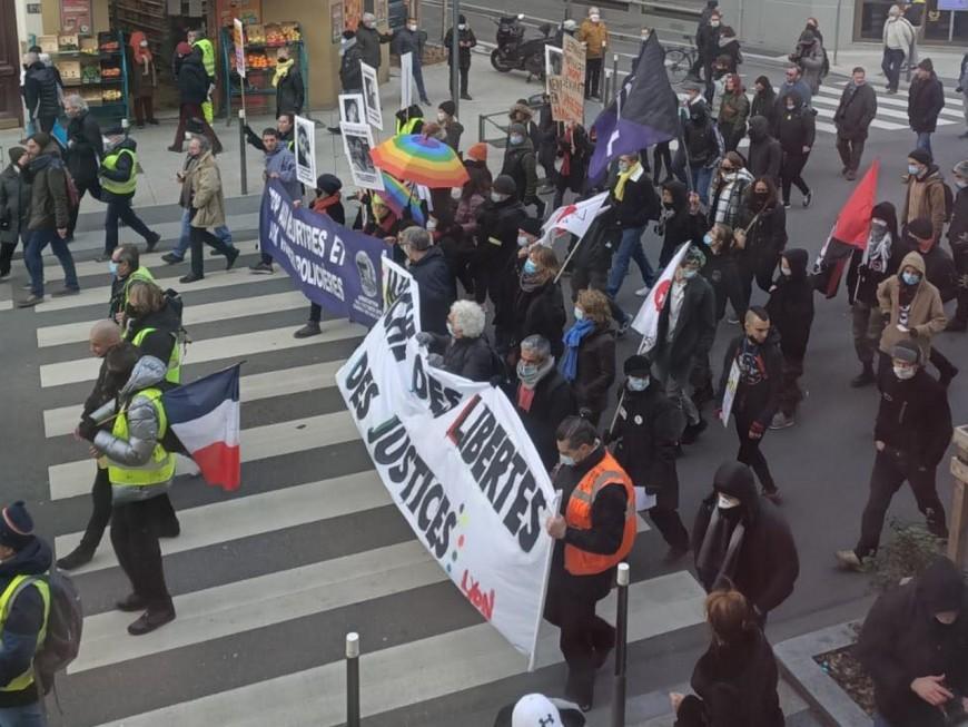 """Lyon : 1300 personnes pour la """"Marche des libertés"""", la manifestation très rapidement dispersée"""