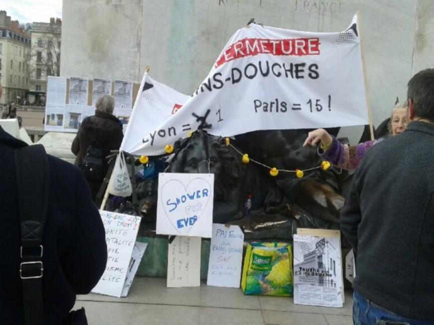 150 manifestants dans les rues de Lyon contre la fermeture des bains douches