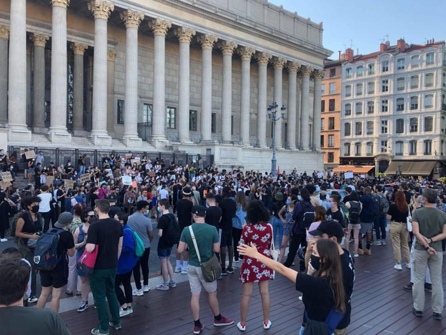 Mort d'Adama Traoré: un rassemblement à Lyon, le palais de justice tagué, 2 interpellations