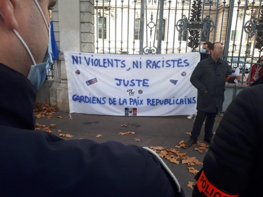 """""""Ni violents ni racistes"""", les policiers manifestent à Lyon"""