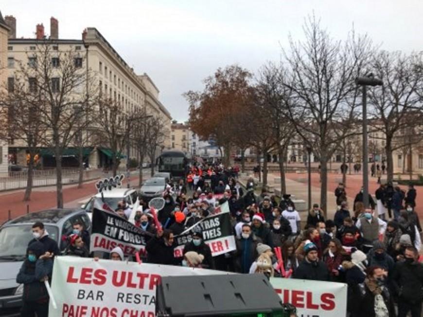 Une parade festive pour la réouverture des restaurants à Lyon le 15 décembre