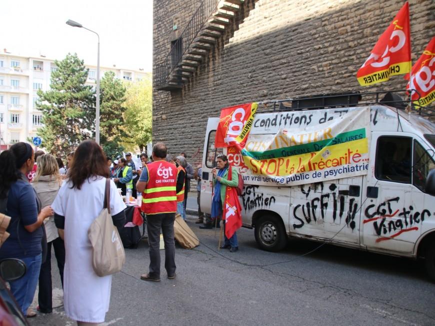 120 professionnels de la psychiatrie manifestent à Lyon