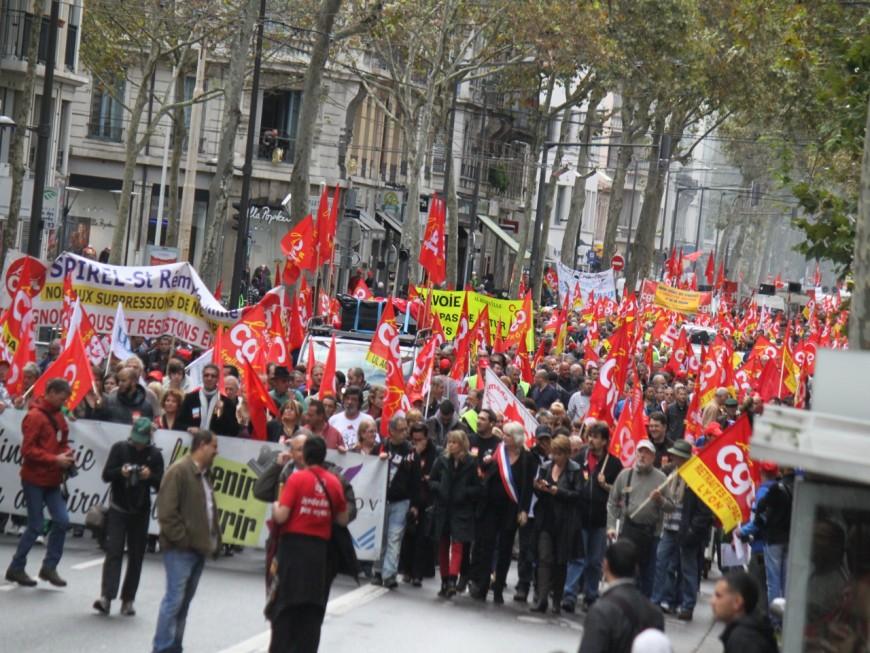 Entre 2 700 et  4 000 personnes défilent à Lyon pour le 1er mai