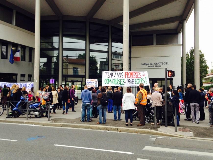 """Villeurbanne : 200 personnes manifestent contre """"l'algécole"""""""