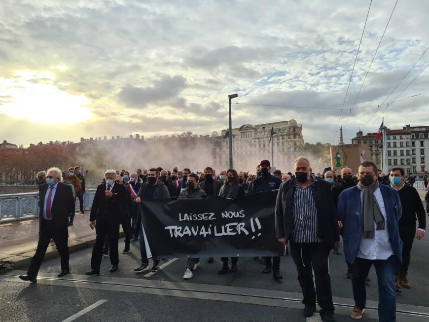 """""""Laissez-nous travailler"""" : un millier d'indépendants manifestent à Lyon"""
