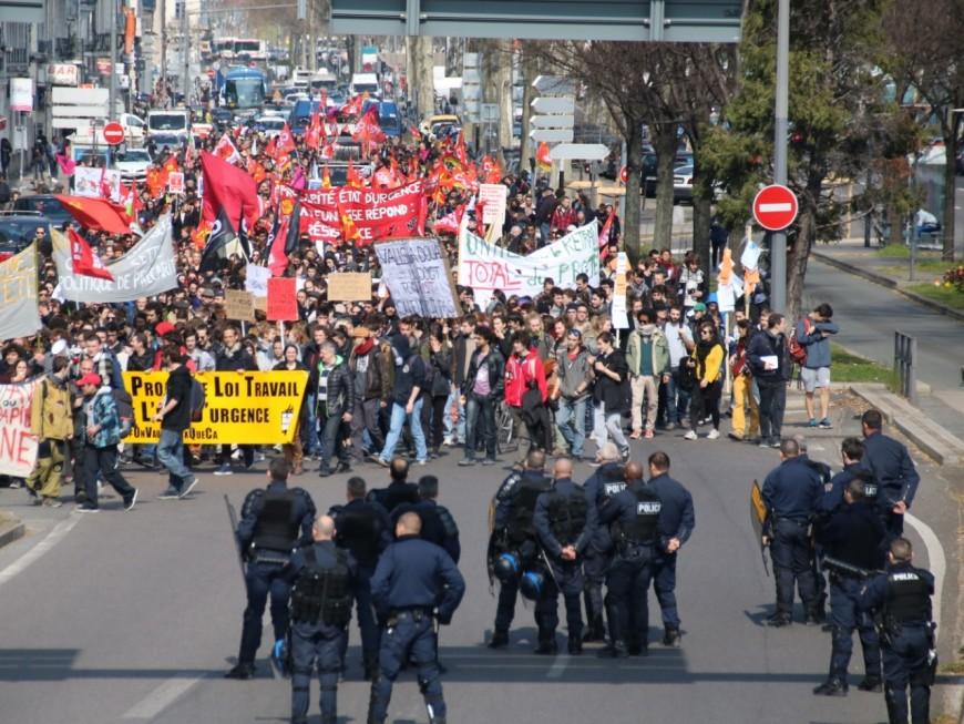 1200 personnes manifestent à Lyon contre la Loi Travail, 3 personnes interpellées