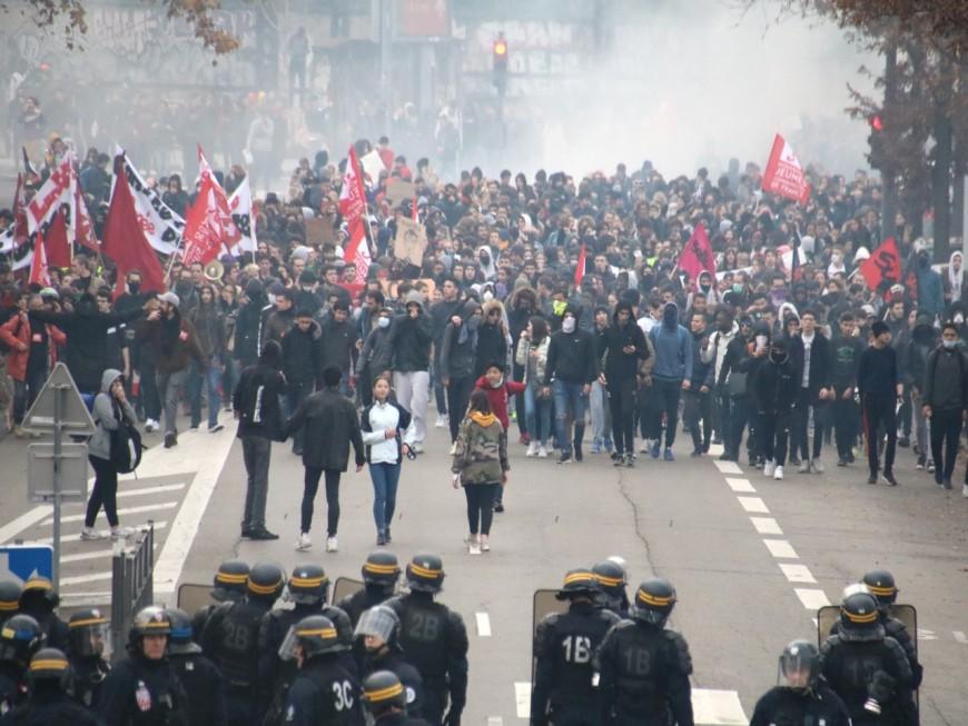 Plus de 2 300 lycéens manifestent à Lyon ce vendredi matin