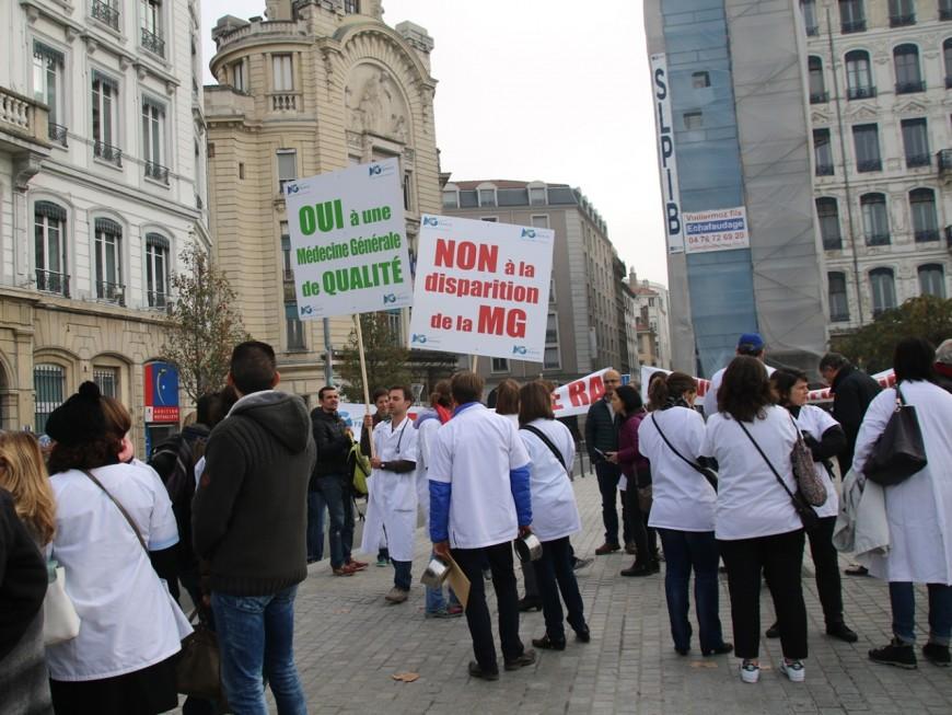 Les médecins dans la rue à Lyon contre le projet de loi Santé