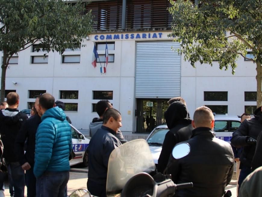 Viry-Châtillon : plusieurs rassemblements silencieux devant les commissariats lyonnais