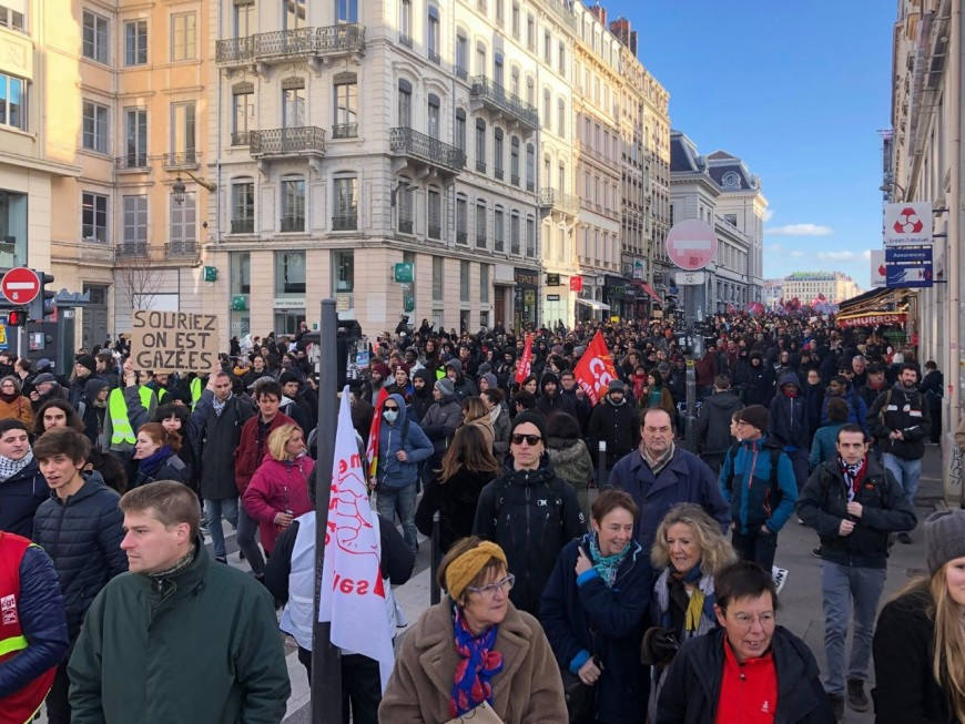 """Réforme des retraites : forte mobilisation à Lyon pour """"le mardi noir"""""""