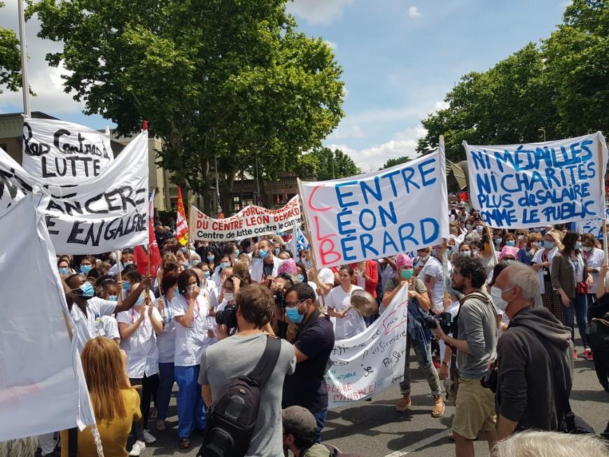 Entre 1200 et 3000 soignants manifestent à Lyon