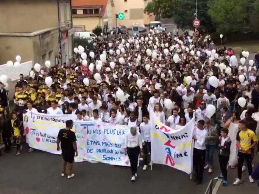 Marche blanche à Grigny : 800 personnes ont rendu hommage à Nolan