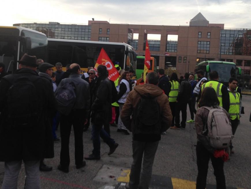 Des salariés de Megabus bloquent des cars Flixbus à Lyon