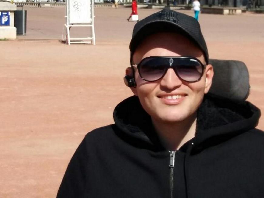 Lyon : atteint de handicap, il met au défi Cyril Hanouna