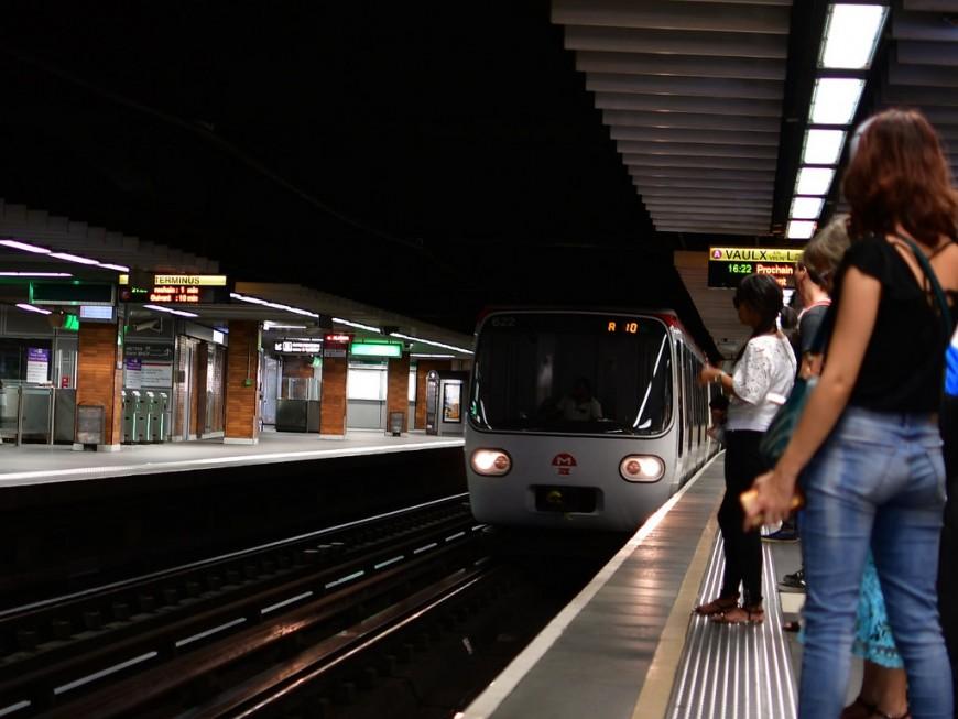 Lyon : un homme aveugle chute sur les voies du métro à Perrache