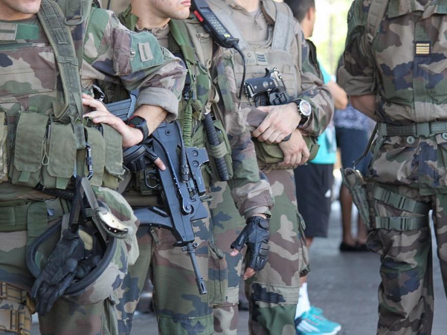 Lyon : un homme, alcoolisé, tente de dérober l'arme d'un militaire