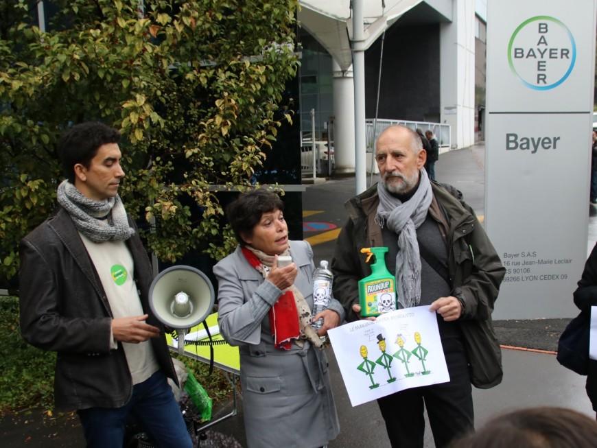 Une trentaine de manifestants contre la fusion Bayer Monsanto