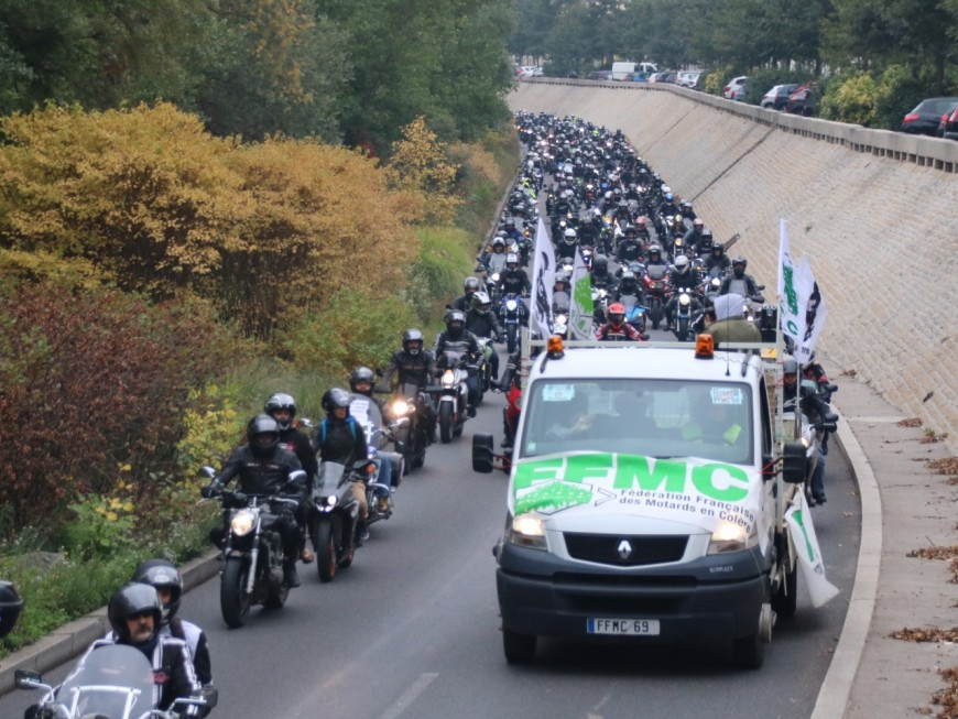 Plus de 2000 motards en colère ont bouché Lyon et ses environs