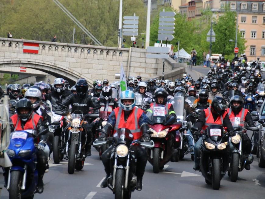 2300 motards en colère ont défilé dans les rues de Lyon