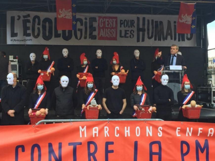 Lyon : environ 800 personnes place Bellecour contre le projet de loi bioéthique