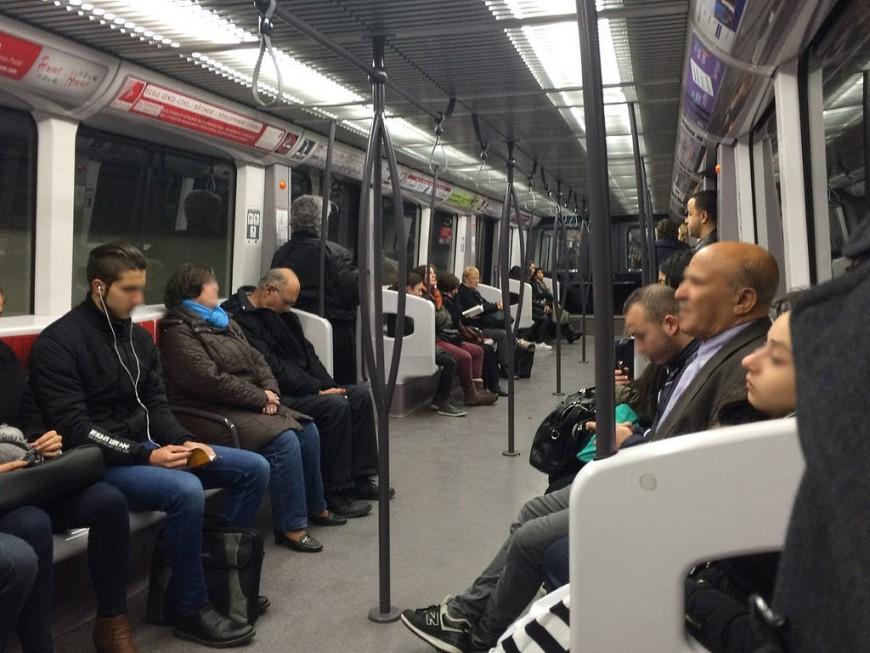 Des fumées entraînent l'évacuation du métro B