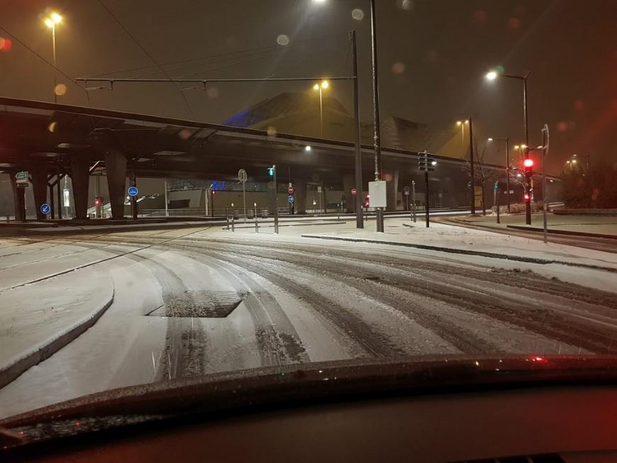 Lyon : plusieurs centimètres de neige, le dispositif de la Métropole levé à 11h