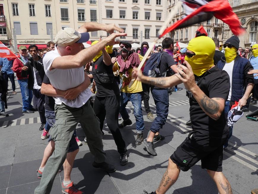 """""""Nazis hors de nos rues"""" : des tensions mais pas d'incidents majeurs durant la manif lyonnaise"""