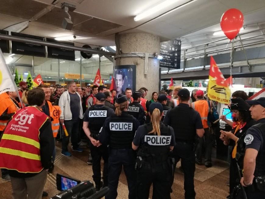 Lyon : 200 cheminots pour une manifestation dans la gare de la Part-Dieu