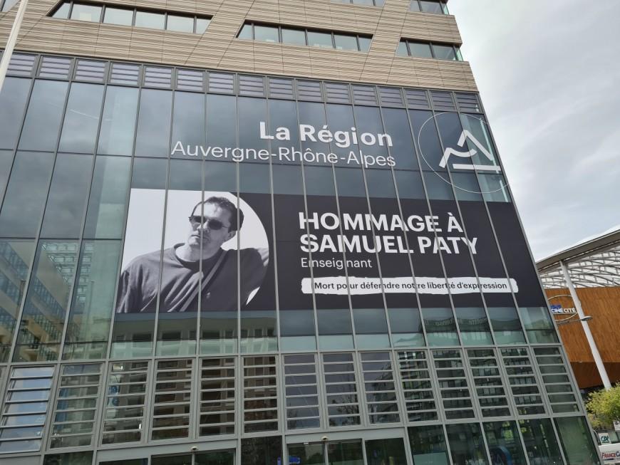 Lyon : un portrait géant de Samuel Paty sur la façade de l'hôtel de Région