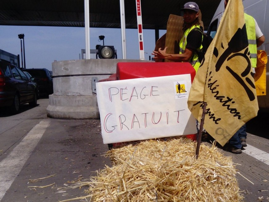 Grogne des agriculteurs : opération péage gratuit au sud de Lyon