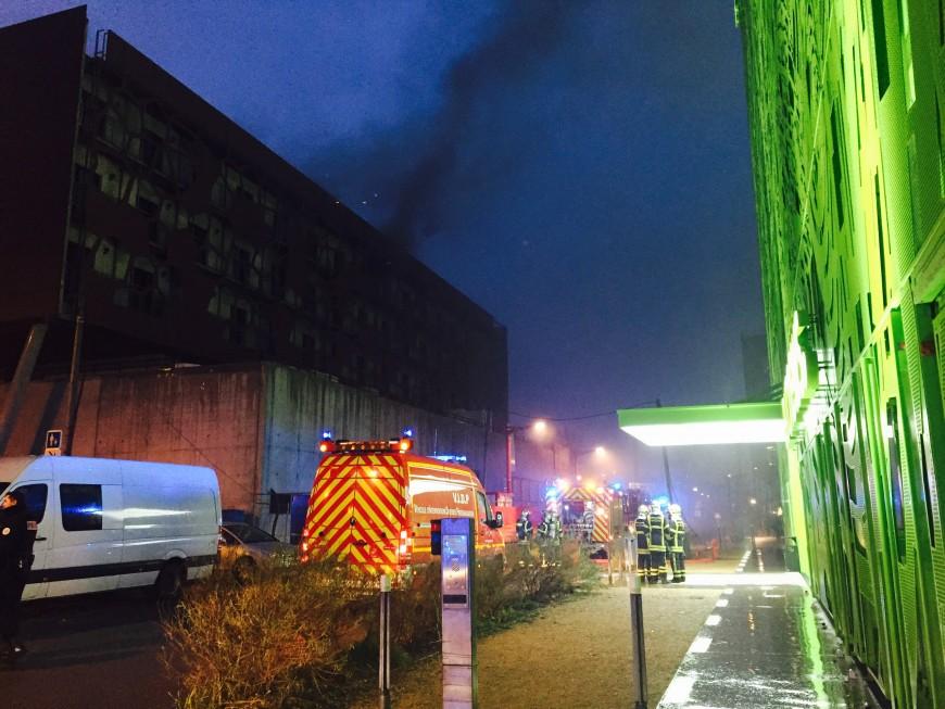 Lyon: un incendie dans un immeuble en construction à la Confluence