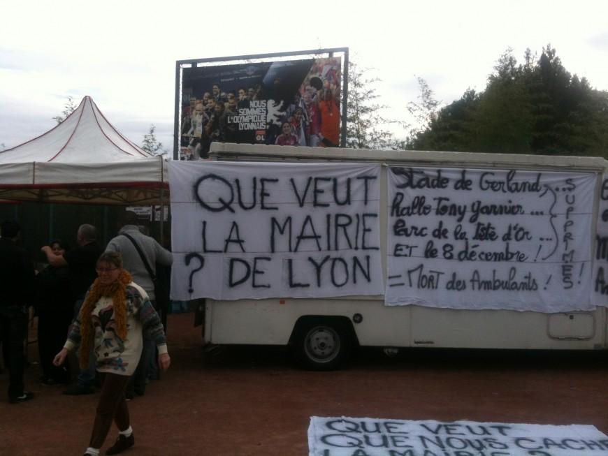 Fête des Lumières : les marchands ambulants manifestent contre la politique de la Ville de Lyon