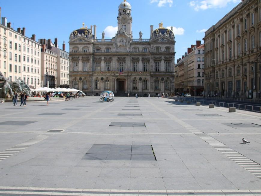 L'artiste qui a imaginé la place des Terreaux envisage d'attaquer la Ville de Lyon en justice