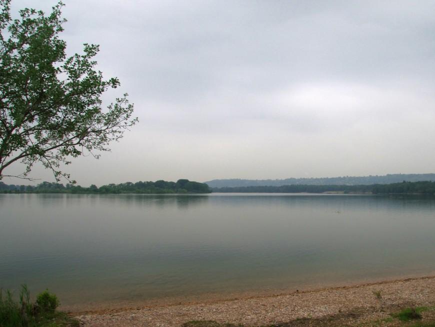 Près de Lyon : ils menacent de mort des maîtres-nageurs au lac de Miribel-Jonage