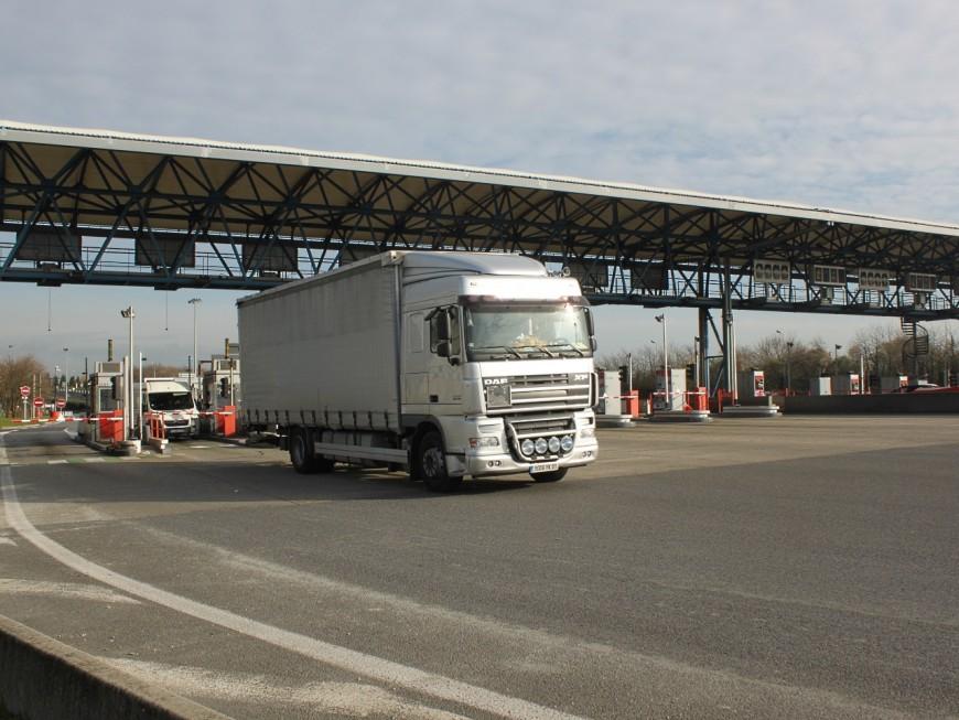 Un routier retrouvé mort à côté de son camion près de Lyon