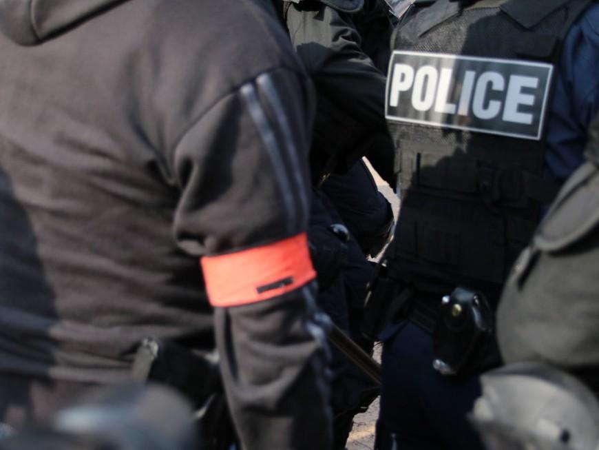 Lyon : un adolescent interpellé pour avoir incendié une poubelle devant un lycée