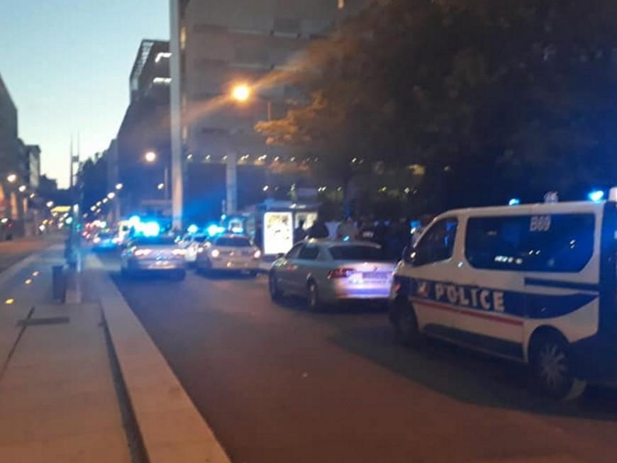 Nouvelle manifestation nocturne des policiers en colère