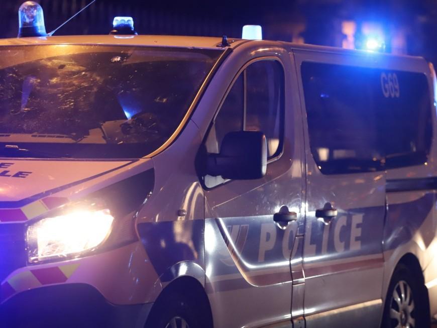 Près de Lyon : collision avec une voiture de police, à l'issue d'un rodéo et d'une course-poursuite