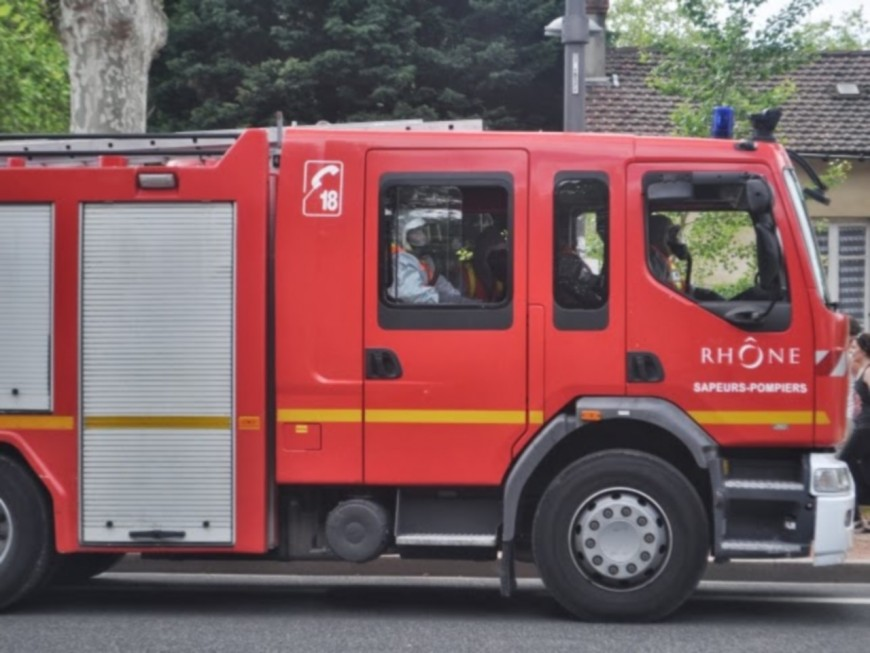 Lyon : un incendie détruit une menuiserie désaffectée