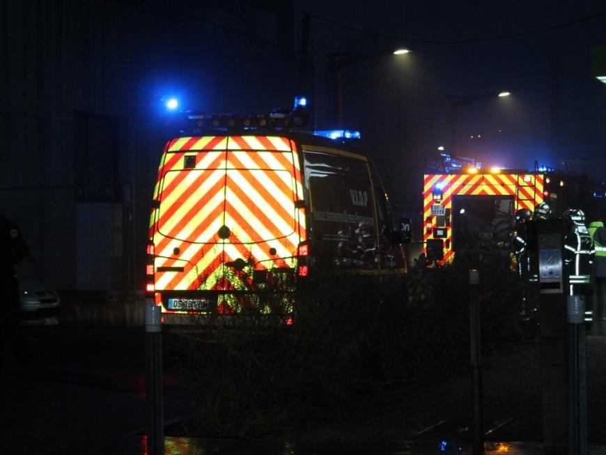 Près de Lyon : une automobiliste en urgence absolue après une chute d'une dizaine de mètres
