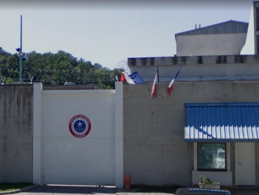 Escaladant le mur de la prison, un des braqueurs du Luxembourg s'échappe de La Talaudière