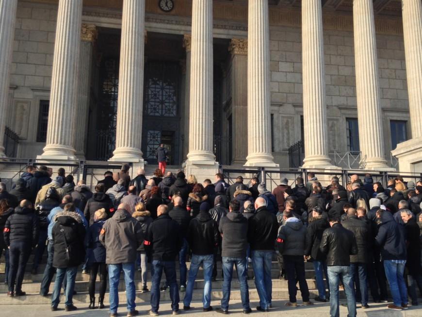 150 policiers manifestent devant le Palais de Justice de Lyon