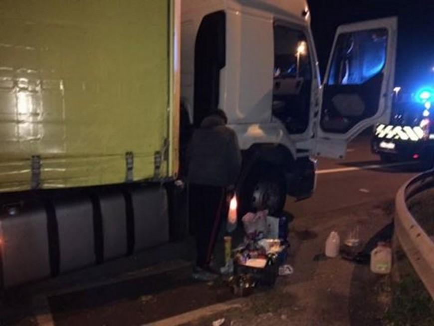 Rhône : le routier se gare sur la bande d'arrêt d'urgence… pour se faire à manger