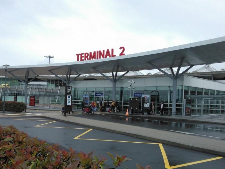 Aéroport de St Exupéry : des files d'attentes à rallonge pour prendre l'avion
