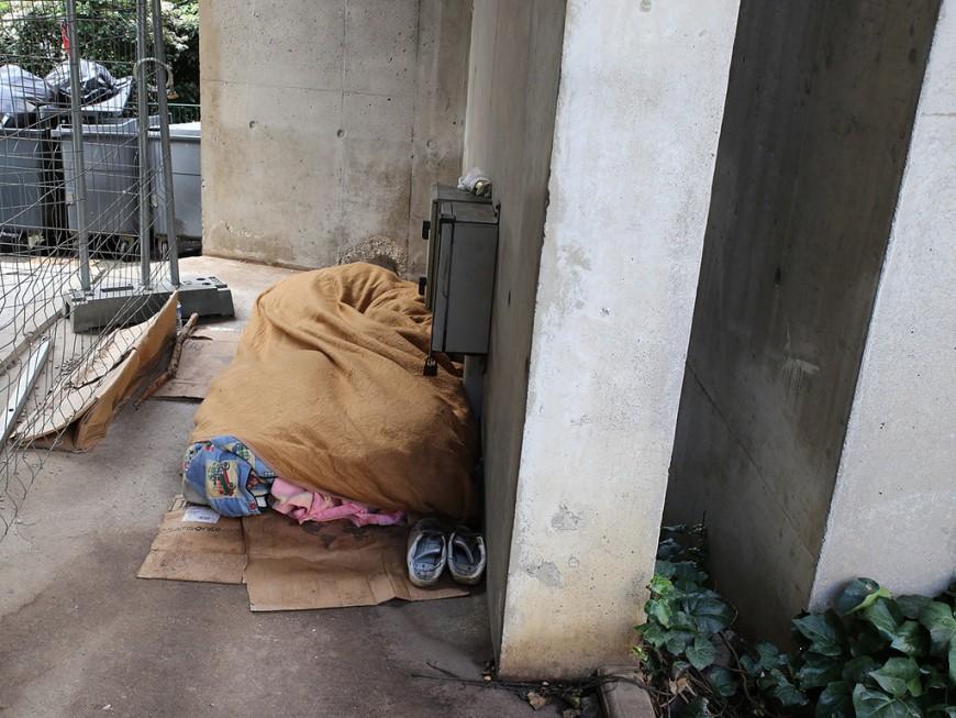 Covid-19 à Lyon: le gymnase Bellecombe mis à disposition des sans-abri dès mercredi