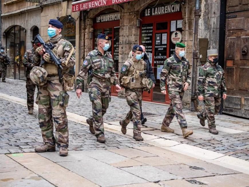 Lyon :le chef d'état-majorde l'armée de Terre en visite auprès des soldats de l'opération Sentinelle