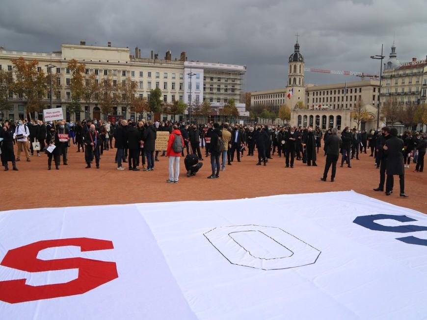 Un rassemblement en bleu, blanc, rouge pour les indépendants de Lyon ce lundi